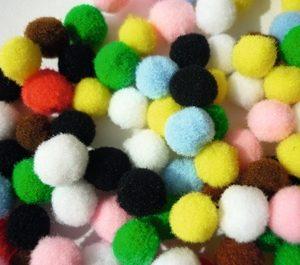 Pompons couleurs assorties 7 mm x 100